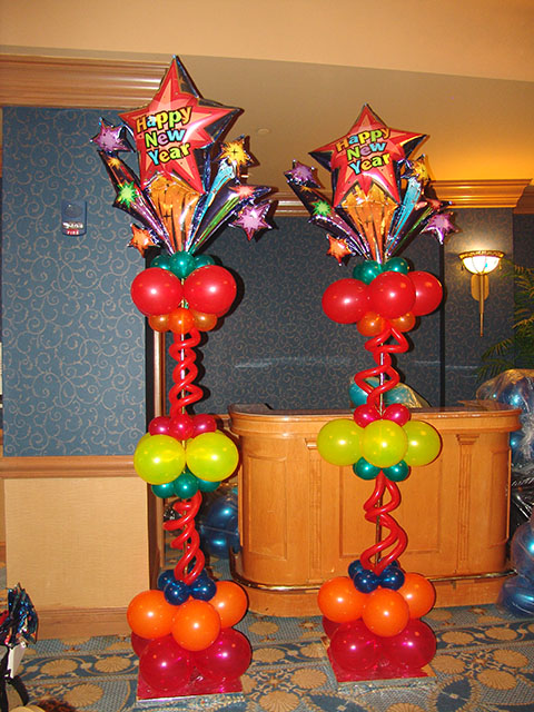 Christmas winter new years 39 eve balloon decor on for Balloon decoration designs