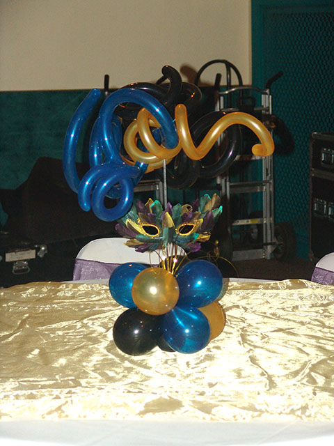 mardi gras balloon centerpiece