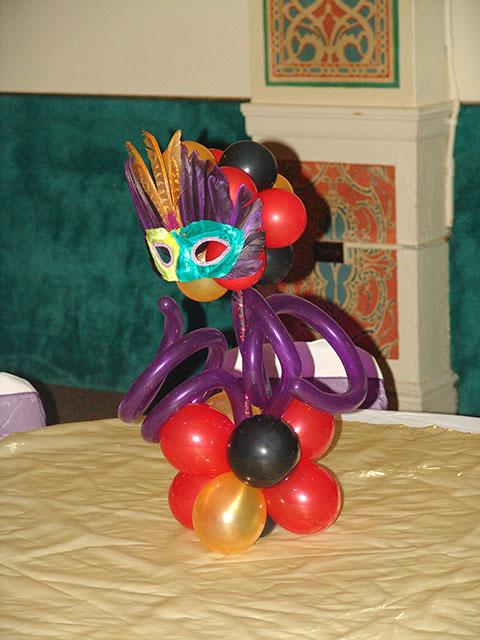 mardi gras balloon centerpieces