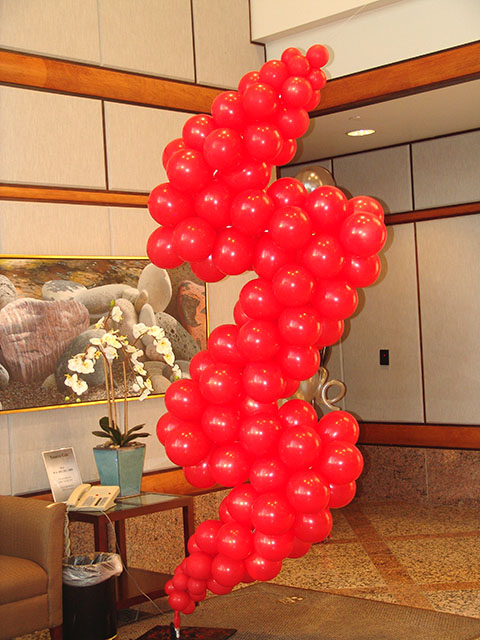 Kinder Morgan lightning bolt balloon sculpture