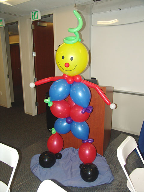 balloon clown sculpture downtown denver