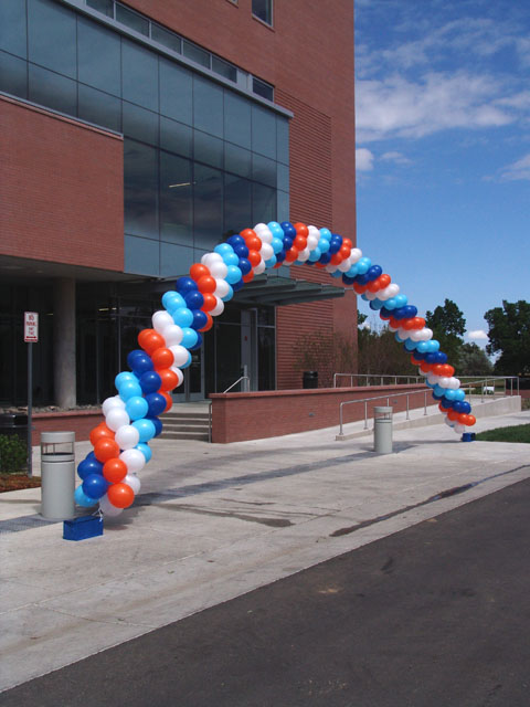 awesome outside balloon arch denver