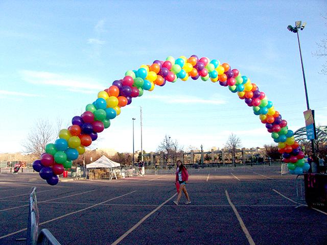 Grafitti run in denver balloon arch