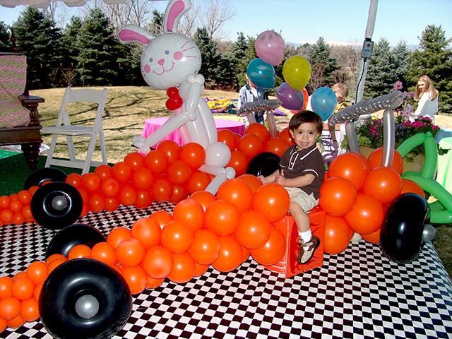 easter carrot balloon sculpture