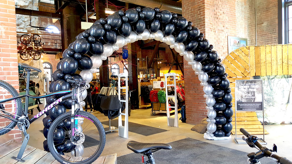 bike tire balloon arch